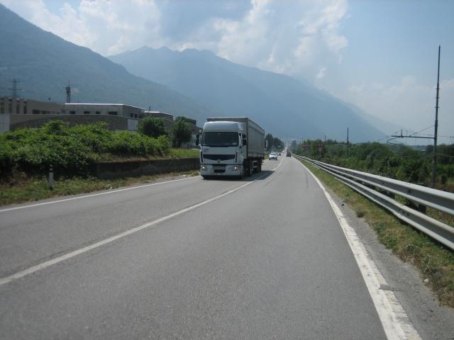 Italienische Staatsstraße, schön ist anders.