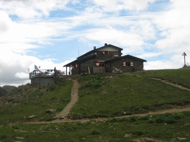 Rifugio A. Bozzi (2.478 m)