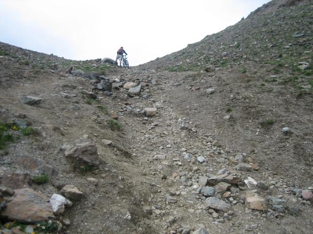 Die letzten Meter zur Forcellina di Montozzo, 40% Steigung und loses Geröll.
