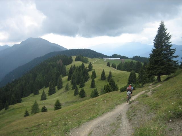 Passo del Groto (1.848 m) - in der Ferne kündigt sich Regen an.